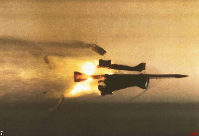 Повреждения от бронебойных снарядов (13 фото)