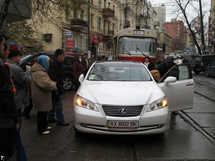 Мастер класс парковки от блондинки (6 фото)