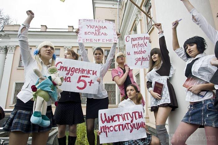 Акция против секс-эксплуатации студенток (11 фото)
