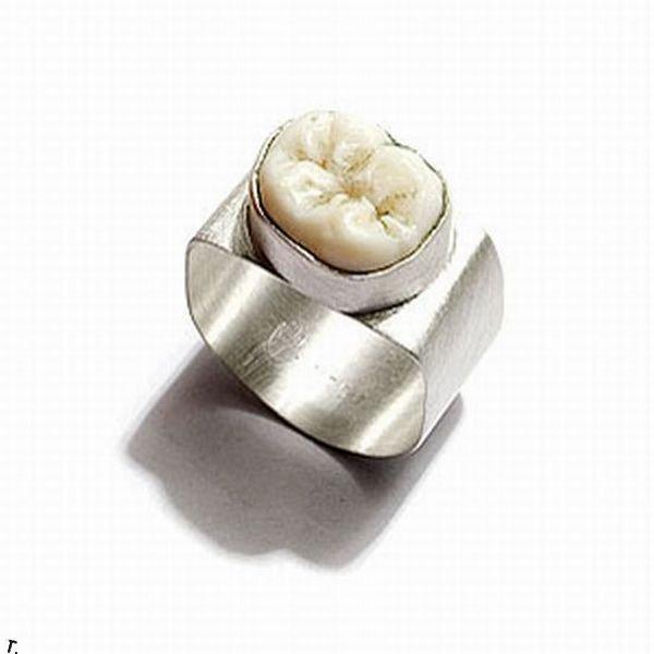 Украшения из зубов (10 фото)