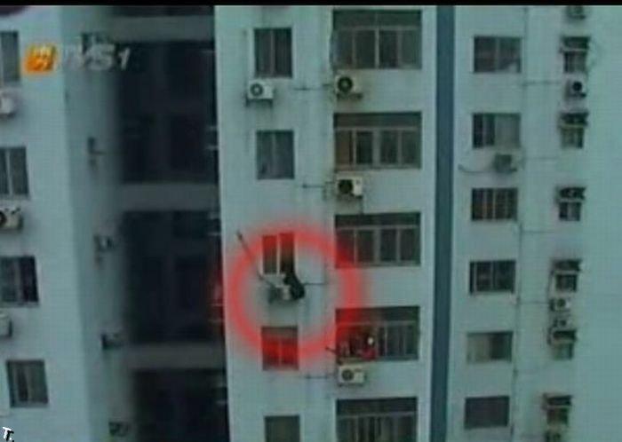 Девушка-самоубийца на кондиционере (8 фото)