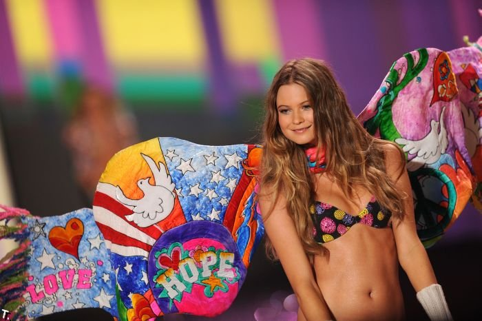 Victoria's Secret Fashion Show 2009 (98 фото)