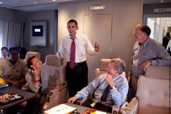 Обама в своем самолете (25 фото)