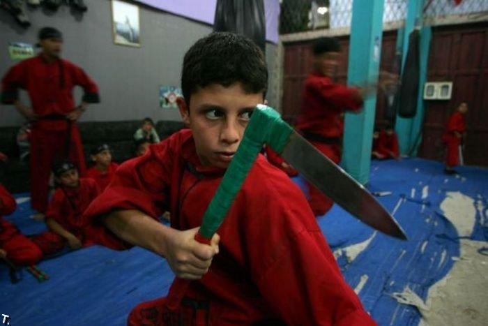 Школа боевых искусств в Палестине (18 фото)