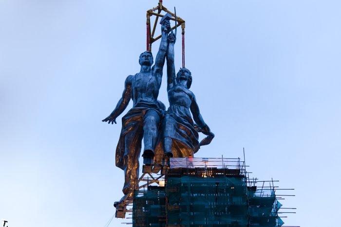 """В Москве снова поставили монумент """"Рабочий и Колхозница"""" (63 фото)"""