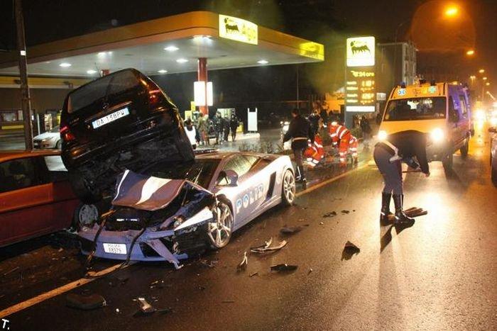 В Италии разбили полицейский Lamborghini Gallardo LP560-4 Polizia (5 фото)