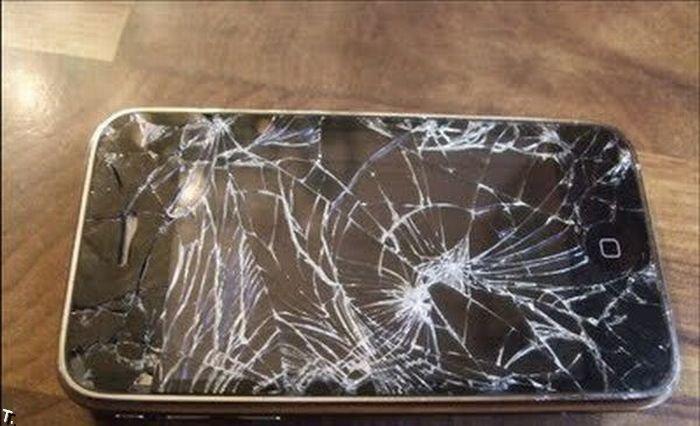 фото разбитые телефоны