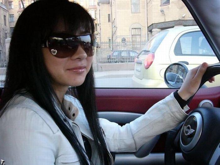 Девушки за рулем (43 фото)