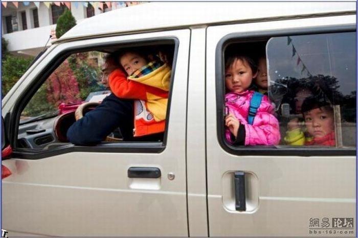 Школьный автобус в Китае (6 фото)