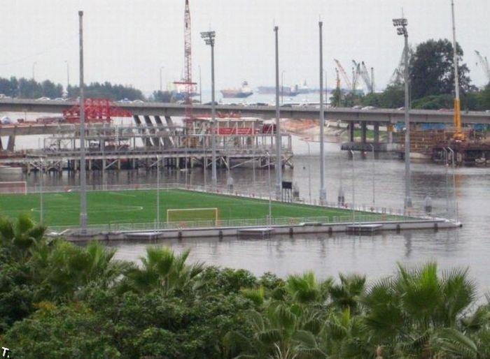 Плавающий стадион (10 фото)