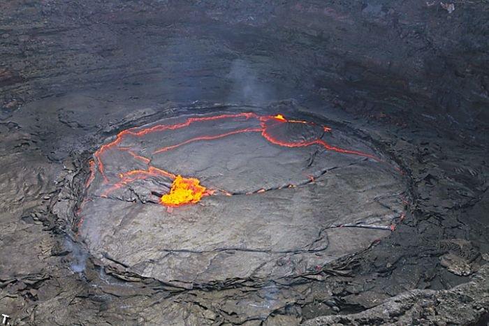 Озера из лавы в Эфиопии (28 фото)
