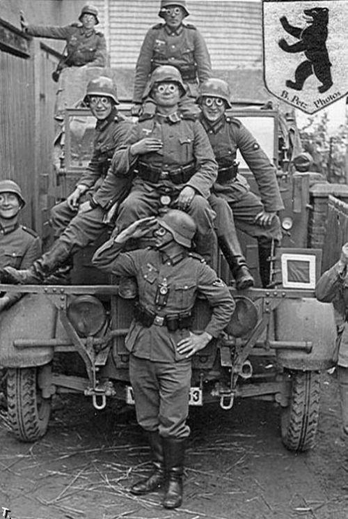 Немецкие солдаты отдыхают (24 фото)