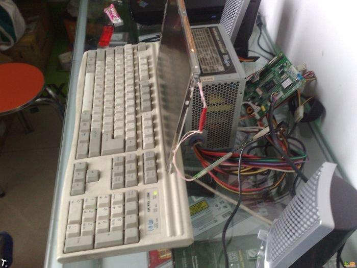 Странный компьютер (4 фото)