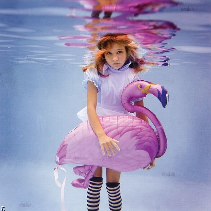 Алиса под водой (13 фото)