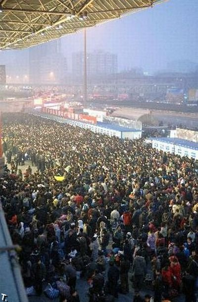 Давки на вокзалах в Китае (22 фото)