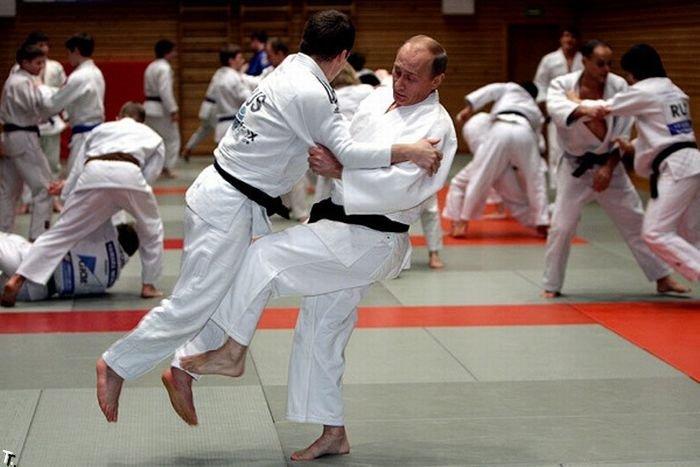 Владимир Путин провел тренировку по дзюдо (13 фото)