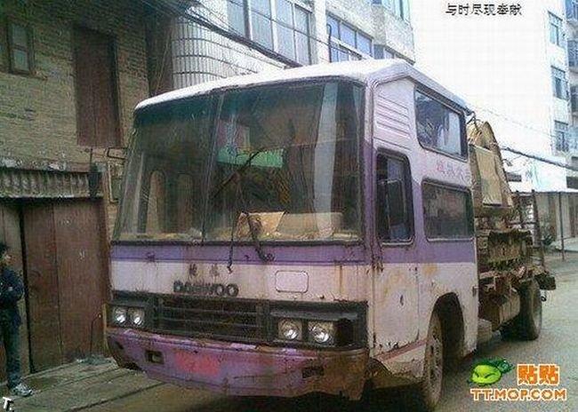 Грузовик из автобуса (4 фото)