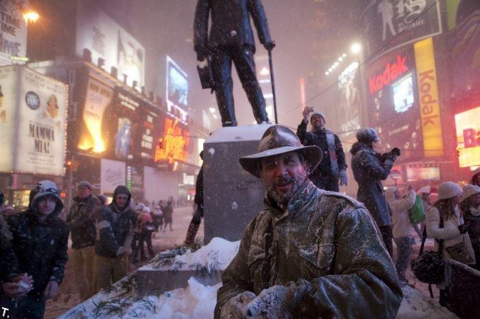 Великая снежная битва на Таймс-Сквер (15 фото)