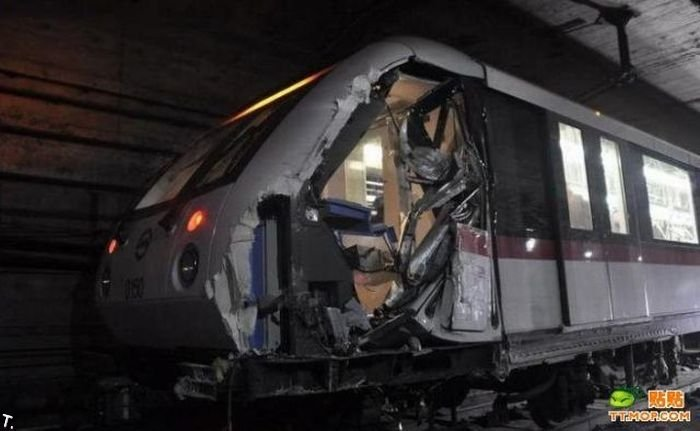 Столкновение поездов в шанхайском метро (17 фото)