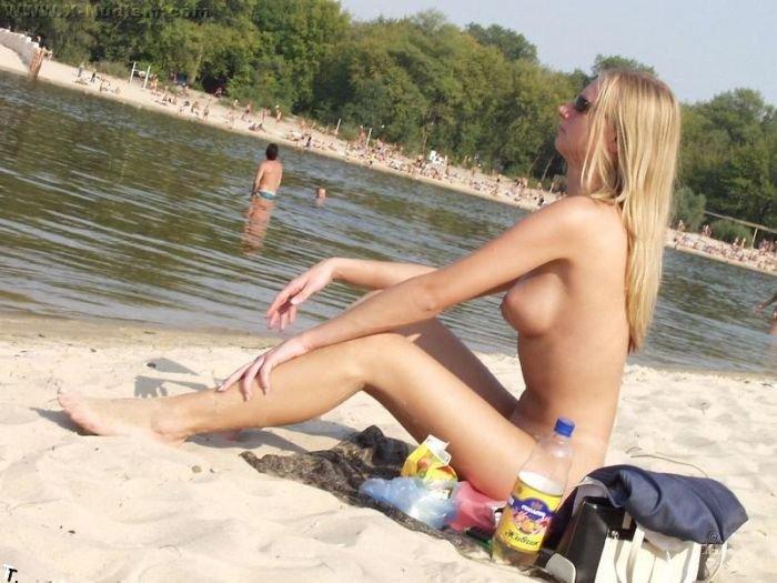 Девушка отдыхает в киевском Гидропарке (43 фото) НЮ