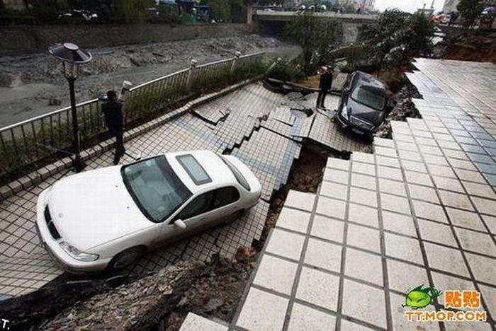 Провал асфальта в Китае (3 фото)