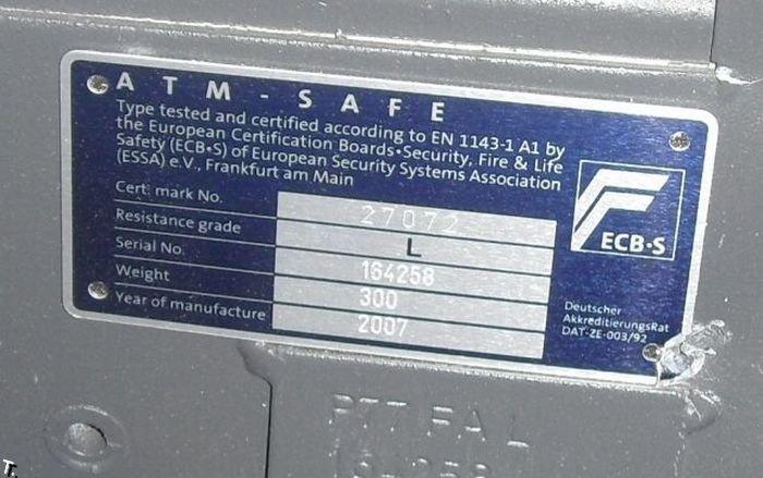 Взломанный банкомат (7 фото)