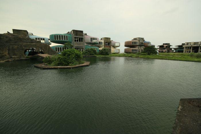 Брошеный город  Сан Жи (11 фото)