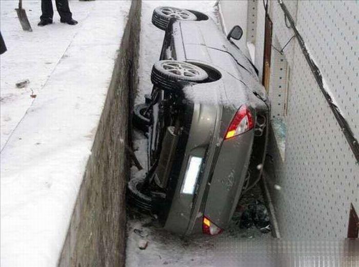 Странная авария (5 фото)