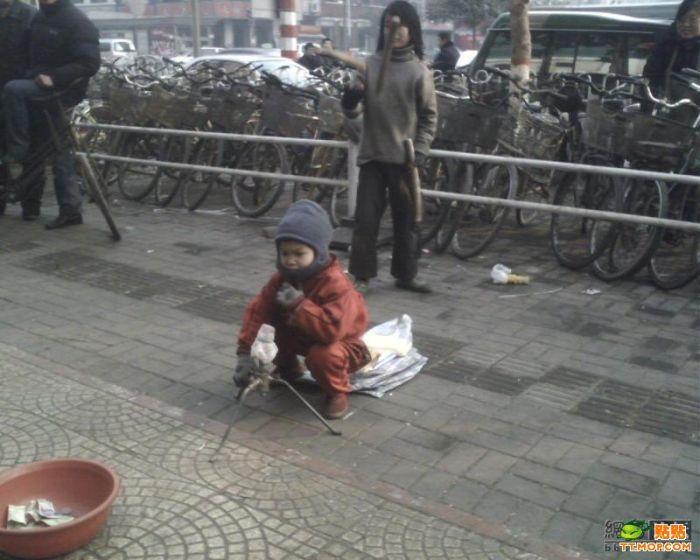 Бедные дети в Китае (10 фото)