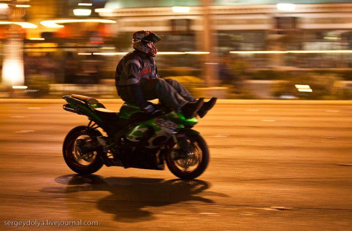 Трюки на мотоциклах (18 фото + видео)