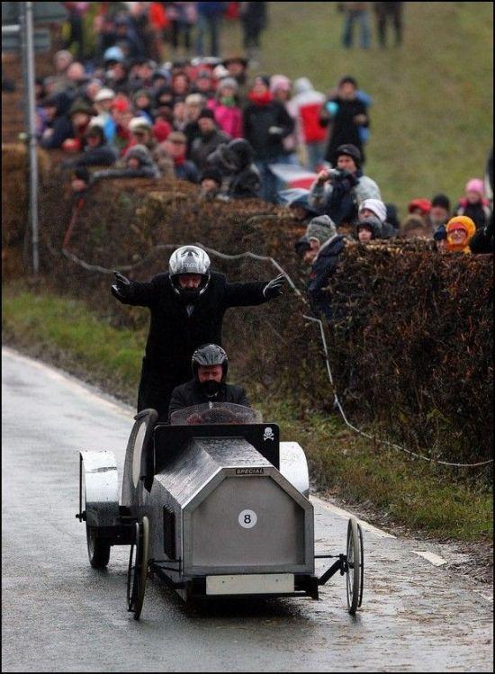 Забавные гонки в Стаффордшире (15 фото)