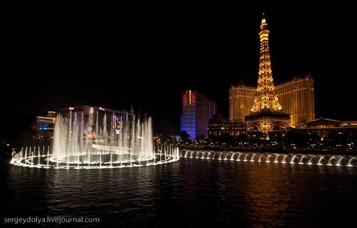 Шикарное шоу фонтанов в Лас Вегасе (32 фото)