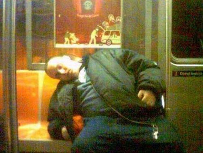Спящие люди (54 фото)