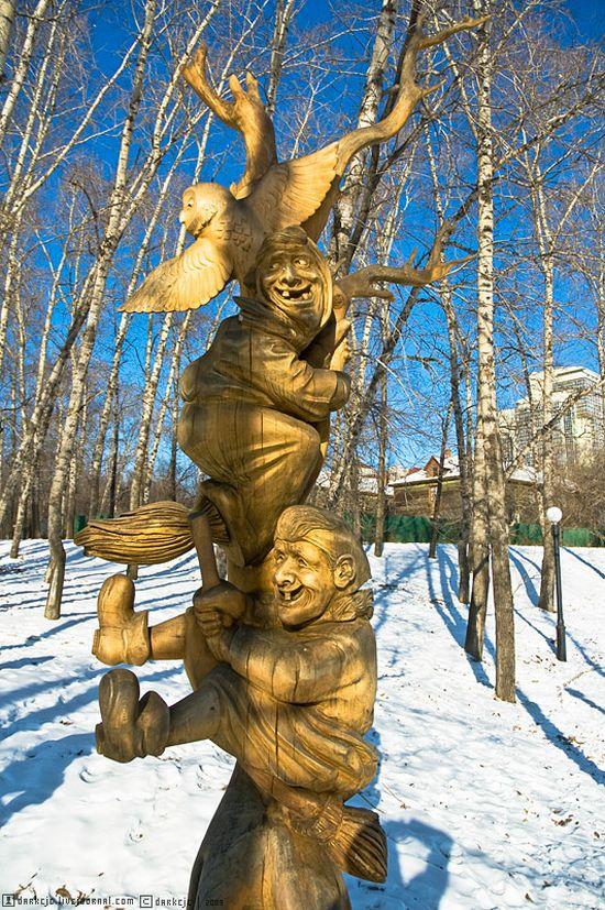 Гаишник из дерева (11 фото)