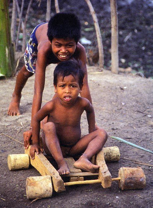 Детские игрушки в разных странах (16 фото)