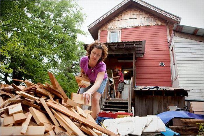 Дом из мусора (15 фото)