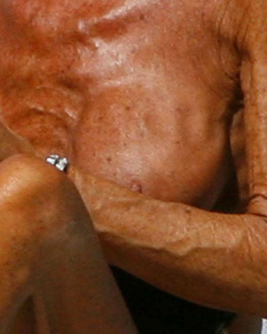 Донателла Версаче СНОВА загорает топлесс (10 фото) НЮ и ЖЕСТЬ