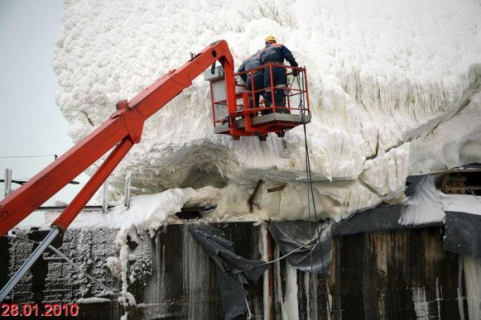 Саяно-Шушенская ГЭС обледенела (20 фото)