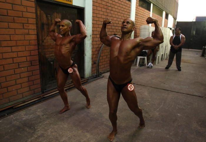 Соревнование бодибилдеров в Перу (9 фото)