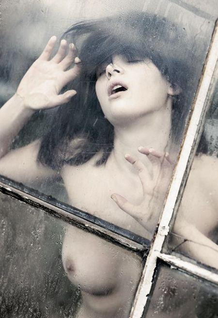 Девушки за стеклом (74 фото) НЮ