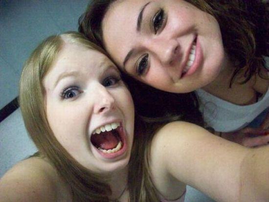 Девушки с одним и тем же выражением лица на фото (15 фото)