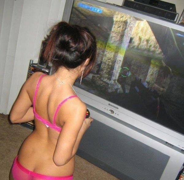 Девушки и видео игры (37 фото)