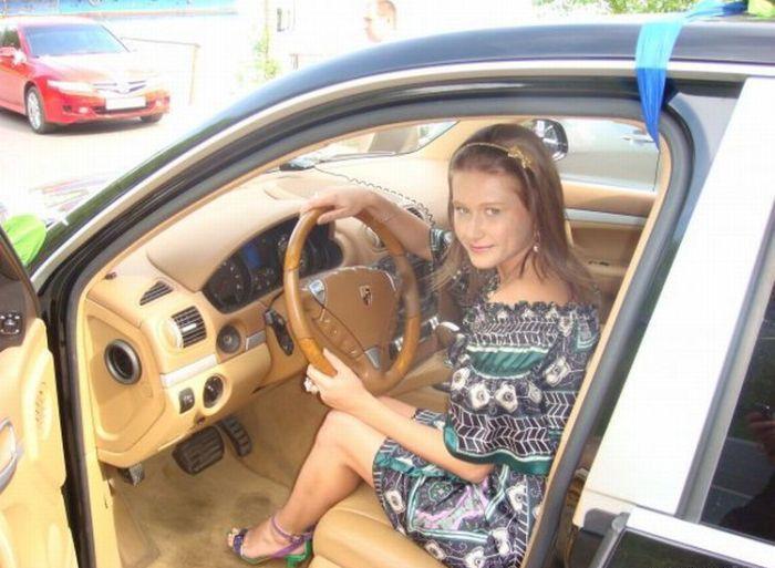 фото русских девушек в машине