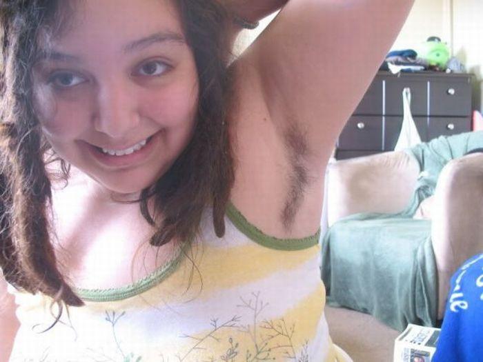 Девушки, которые не бреют под мышками (50 фото)