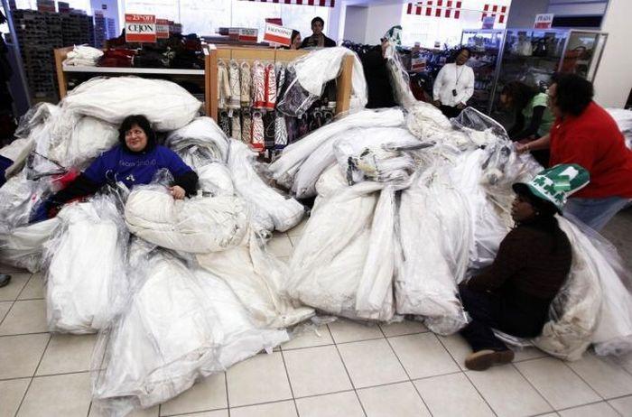 Распродажа свадебных платьев (14 фото)