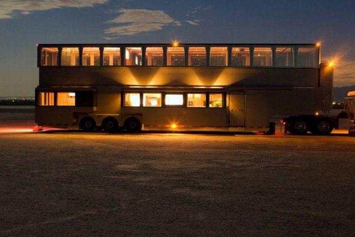 Шикарный дом на колесах (14 фото)