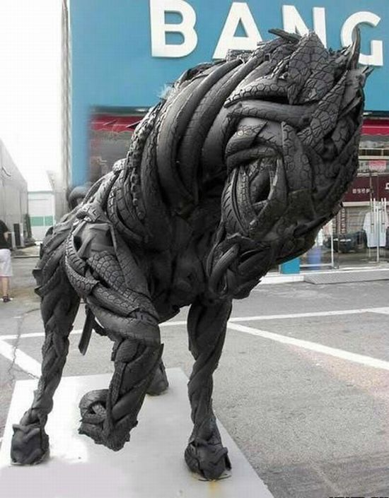 Скульптуры из автомобильных шин (14 фото)