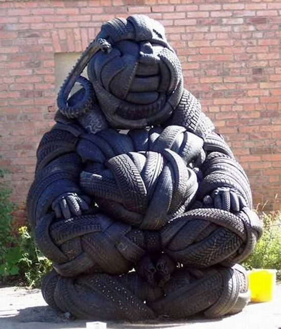 http://de.trinixy.ru/pics4/20100212/sculptures_made_from_used_tyres_2_13.jpg