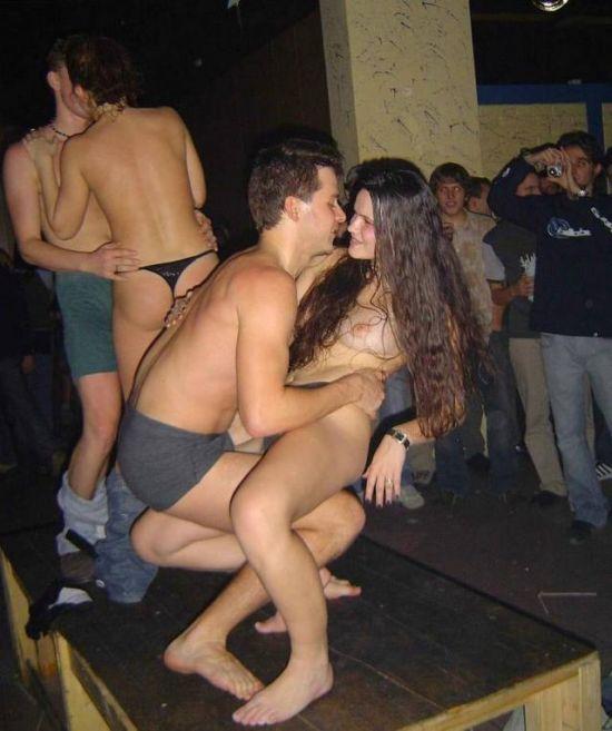 Смотреть голые девки на дискотеке