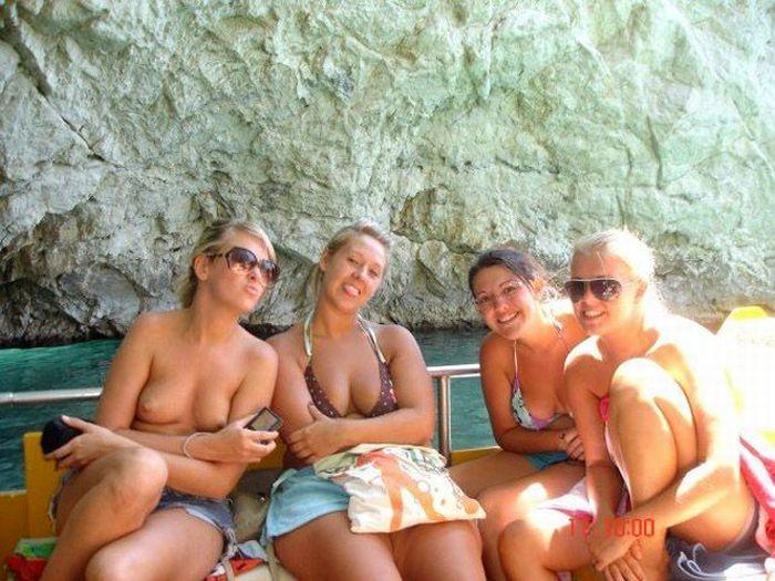 Девушки на пляже (57 фото) НЮ
